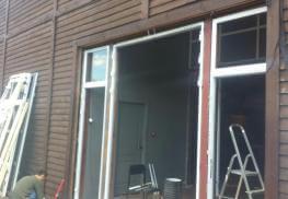 Установка алюминиевых дверей Pony 375