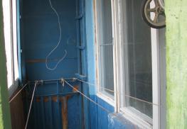 Демонтаж окон на балконе