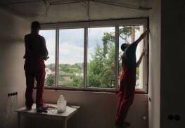 Фиксация окна в проеме