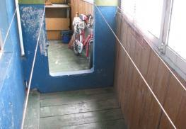 Окна на старом балконе
